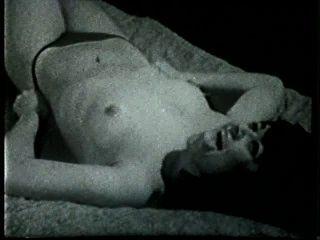 Softcore desnudos 516 50s and 60s escena 3
