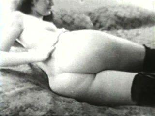 Softcore desnudos 581 50s y 60s escena 1