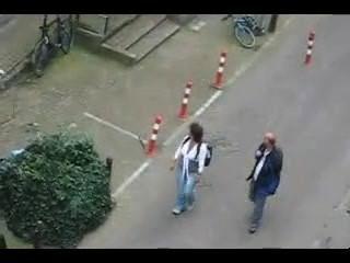 Rubias jóvenes borrachos capturados teniendo relaciones sexuales mientras que los relojes públicos