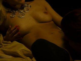 Caliente sexo lesbiana con ashley graham y niki lee joven