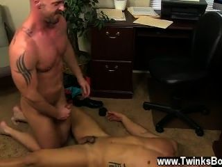 Sexo gay mi horrible jefe gay, escena