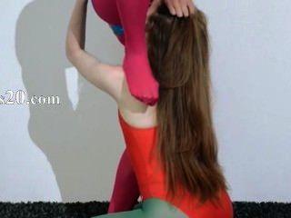 Lesbianas peludas en ropa interior de nylon