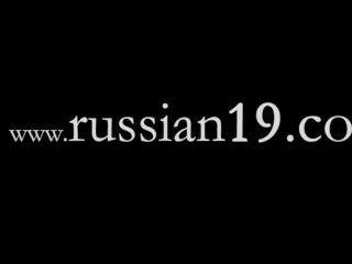 Dos colegialas rusas desnuda al aire libre