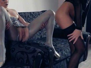 Lesbiana en pantyhose nuevamente en acción