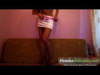 Muy caliente 19 años ruso morena adolescente bates en webcam