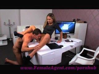 Agente femenino.Fumar hot nuevo agente femenino seducees stud