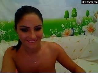 Morena con grandes tetas naturales en webcam