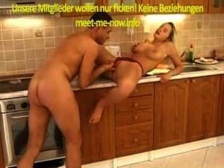 Babe alemán obtiene botella en el coño y se divierte