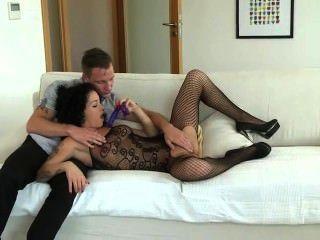 Babe obtiene doble penetración joder con strapon