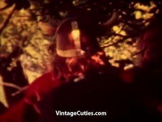 Swingers de sexo en grupo follando al aire libre