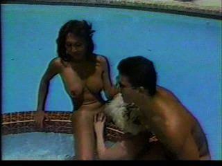 Travestis trío piscina fantasía