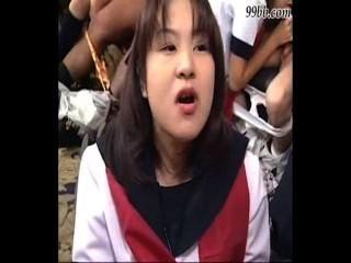 Mamadas asiáticas múltiples, semen en la boca, sin censura