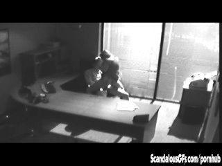 Oficina tryst se queda atrapado en cctv y se escapó