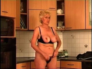 Secrets of horny mature 2 escena 2