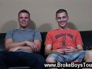 Sexy gay ahora, los dos muchachos habían trabajado un sudor de todo su trabajo duro