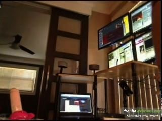 Aficionado más caliente de 19 años latina adolescente le encanta montar su juguete en la webcam