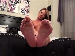 Tirón a mis pies sexy y maloliente 1
