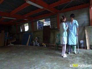 Enfermeras seducir a los pacientes a la mierda al aire libre