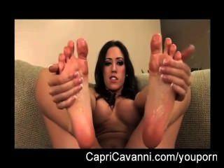 Capri cavalli (cavanni) aceites y chupa sus pies