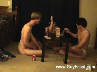 Pornografía gay esta es una película larga para los tipos de voyeur u que les gusta la idea de