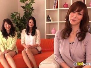 Chicas japonesas calientes que tienen una orgía 1