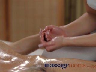 Salas de masaje sexy lesbianas jóvenes tienen diversión grasa hasta clímax intenso