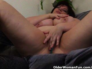 Bbw maduro con grandes tetas se masturba con vibrador
