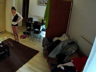 Caliente morena camarera follada en la habitación del hotel