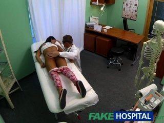 Adolescente fakehospital adolescente no en el control de la natalidad se inclina por los doctores cr