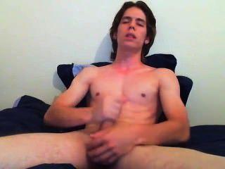 Chico solo y masturba en su cámara