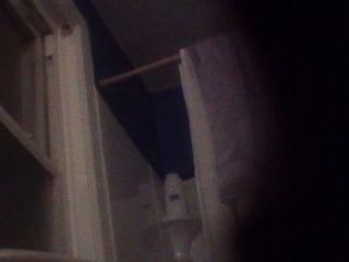 Bj y su hija atrapados en video mientras en el baño
