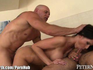 Peternorth tits grandes milf follada por 2 hombres