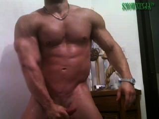 Latin bodybuilder pepino y cum show