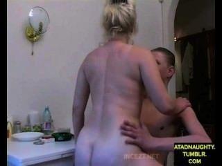 Paso mamá y hijo de paso fuck mientras papá está fuera (extranjero) atadnaughty.tumblr.com