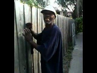 Viejo hombre negro folla perra japonesa en las calles thed