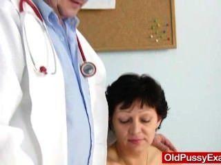 Unhaired ama de casa eva visitas gyno doc fuck hole inspection