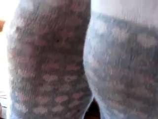 Calcetines sudorosos malolientes y zapatillas trashed