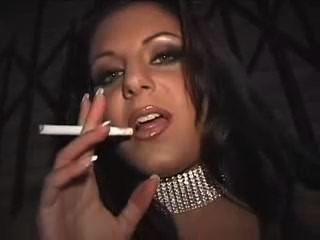 Fumando puta en callejón