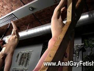 Víctima de la película gay aaron recibe un azote, luego obtiene su grieta correctamente