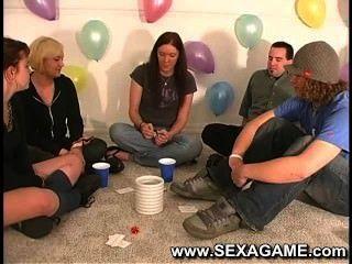 Estudiantes en juego con juegos de sexo