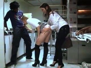 Ella es anal follada en su panadería