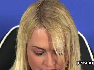 Sensual lesbo rubia relleno gfs hambre boca con piss caliente