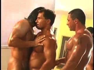 Mr.Músculo adorando trío