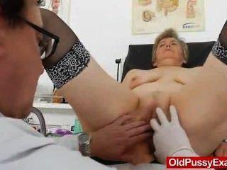 Esposa gyno hecho a la derecha más una herramienta médica