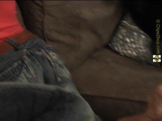 Rubia le encanta oler los pies