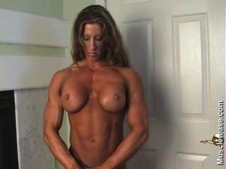 Angie salvagno toplessbuen cuerpo.