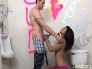 Sexy asiática salpicado con cum