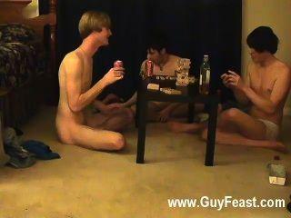 Orgía gay esta es una película larga para usted los tipos voyeur que les gusta la idea