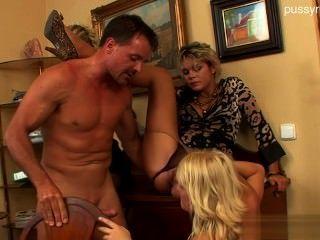 Sexy amateur cocksucking