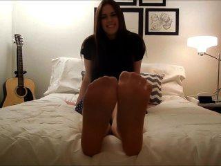 Nylon y pies descalzos tease